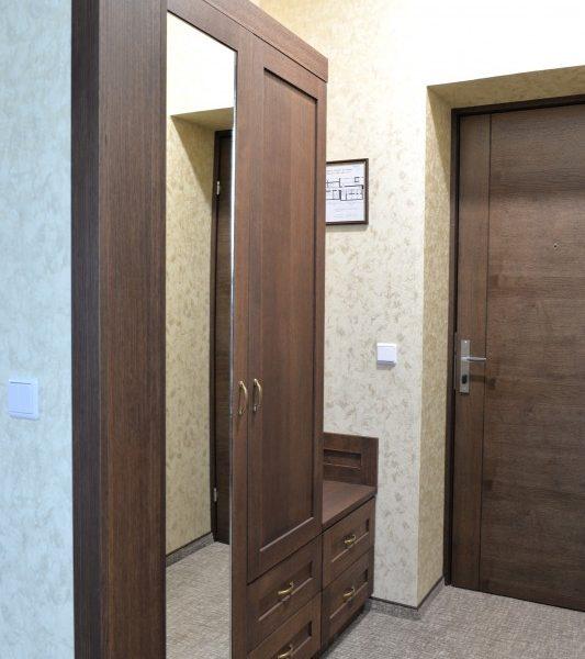 Viešbučio kambario prieškambario baldai